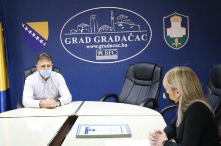 """Gradu Gradačac uručeno priznanje """"Kruna razvoja privrede"""" (VIDEO)"""