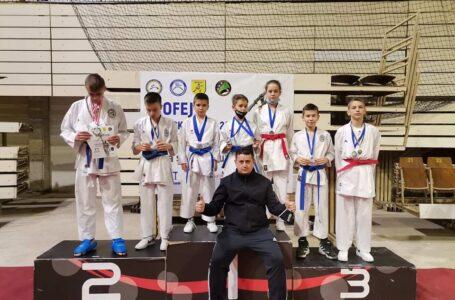 """Karate klub """"TEMPO"""" bogatiji za 9 zlatnih i 3 srebrene medalje"""