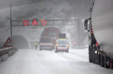 Saobraćajni haos u Hrvatskoj: Kolone i zastoji na autocesti zbog snijega
