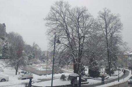U BiH oblačno sa slabim snijegom i kišom