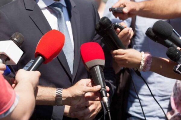 NOVINARI OGORČENI: PROTESTOM KAZNITI BAHATE ZVANIČNIKE ZBOG KAŠNJENJA