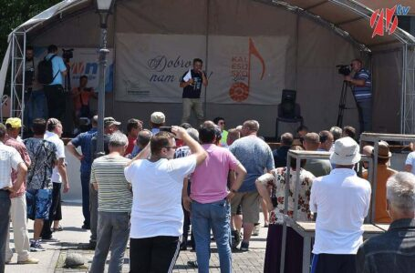 Građani Kalesije danas protestovali jer su vijećnici sebi povećali paušale sa 350 na 650 KM